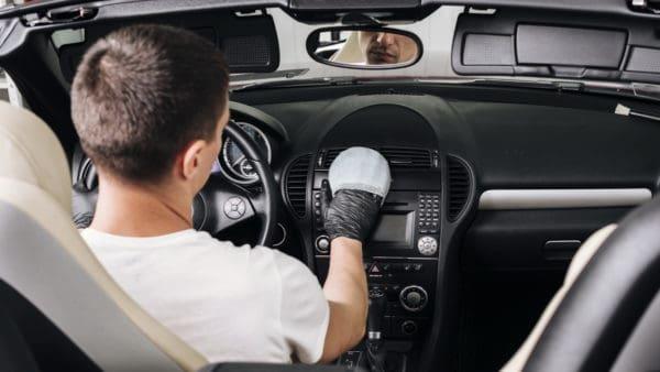 Fahrzeugaufbereitung Innenreinigung Pflege Innen1