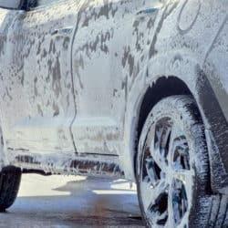 Notwendige Fahrzeugpflege im Winter